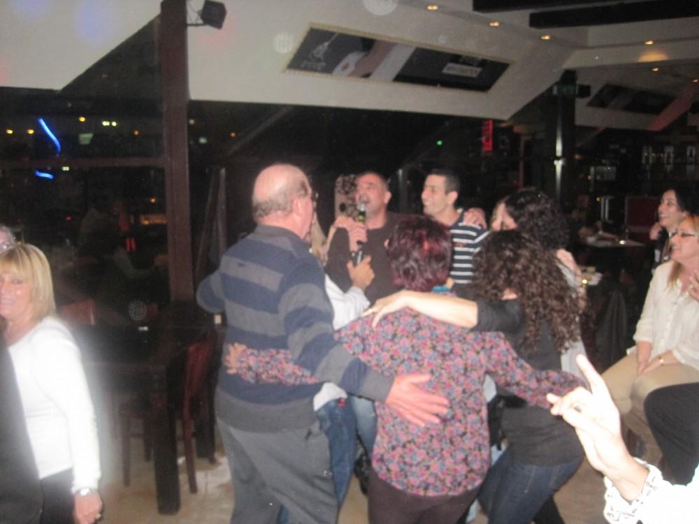 רוקדים