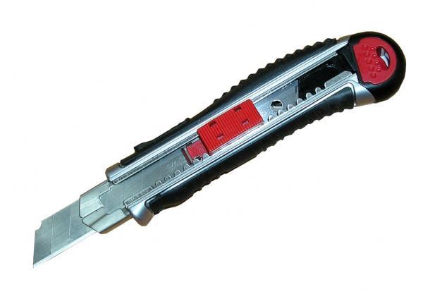 סכין מתכת סופר מקצועי יפני+מחסנית
